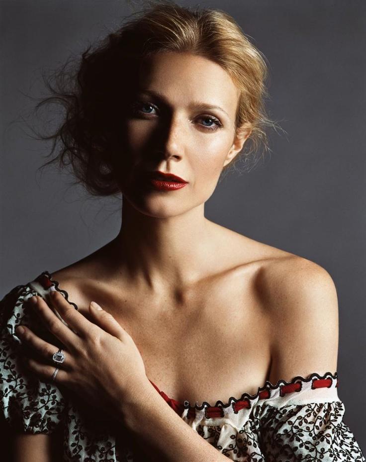 Gwenyth Paltrow romanian blouse