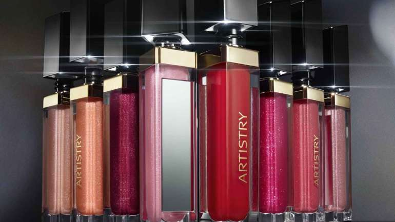 Buze 3D: Signature Color Light Up Lip Gloss by Artistry