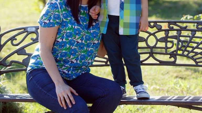 Ţinute asortate mamă – fiu: cu David în parc